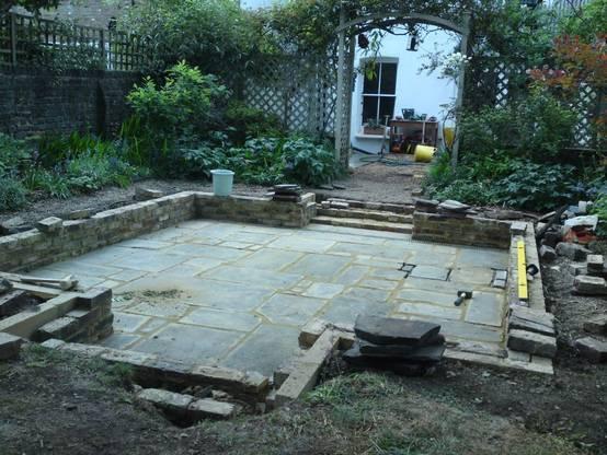 Voor na de bouw van een verzonken terras - Bouw een overdekt terras ...