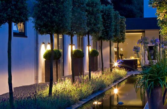 Co w trawie wieci pomys y na o wietlenie ogrodu for Jardines exteriores de casas modernas