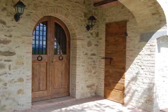8 puertas de entrada que se adaptan al estilo de tu casa for Puertas que se cierran solas