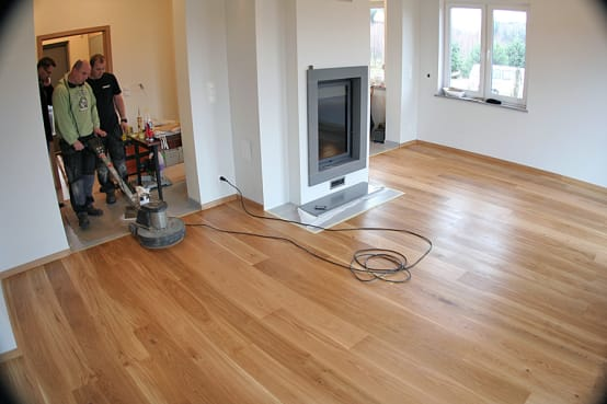 C mo pulir y sacar brillo a un piso de madera 6 pasos - Como reparar un piso de parquet levantado ...