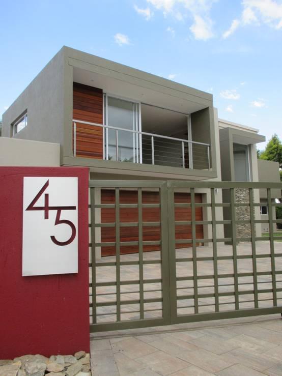 13 for Fachada de casas modernas con porton