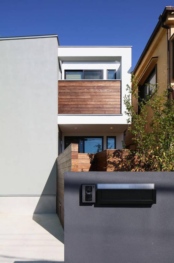 작은 정원이 싱그럽고 푸른 마음을 담는 협소 주택