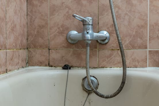 Come togliere il silicone da doccia e piastrelle velocemente