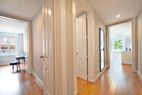 Hall de acesso aos quartos com muita luz