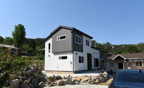 자연의 재료와 따뜻한 분위기가 돋보이는 목조주택 7