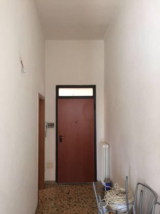 Voor na make over van een oude woning - Voor na gerenoveerd huis ...