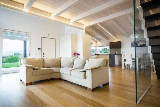 Come ottenere delle travi in legno sbiancate for Lacost case in legno