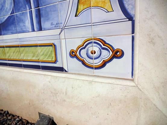 Detalhe painel azulejos com pedra