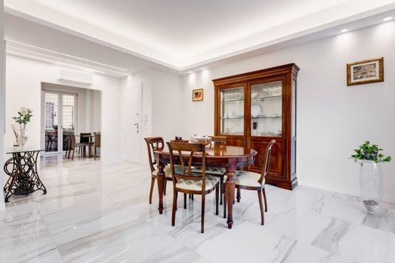 Ristrutturazione casa in stile classico moderno a roma for Case arredate stile classico