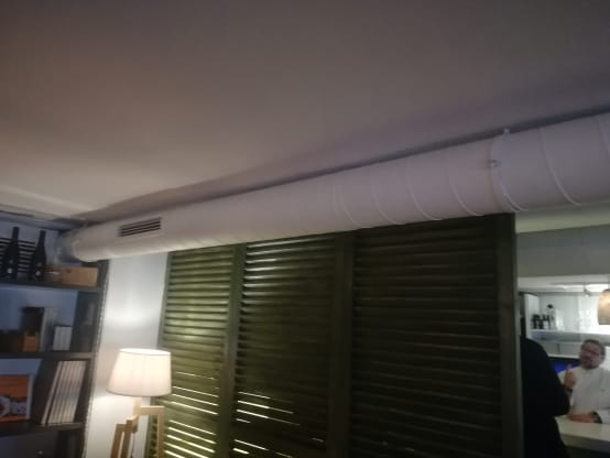 Antes: Separador persianas mallorquinas sala restaurante