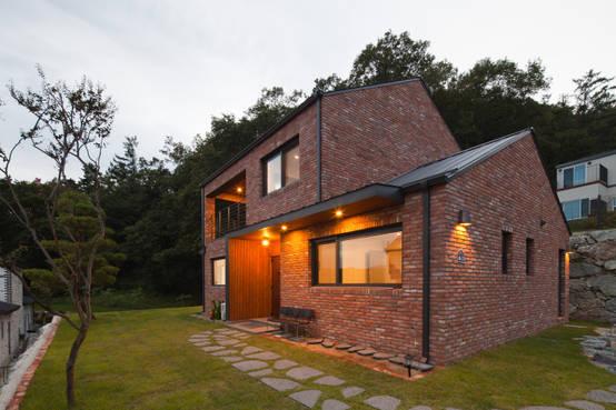 개방적인 정면으로 펼쳐진 전경을 담아내다, 양평군 도곡리 목조주택