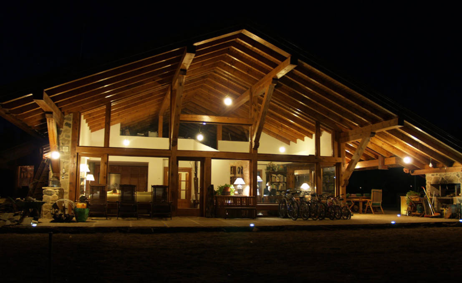La casa del tejado hasta el suelo becerril de la sierra madrid por manuel monroy arquitecto - La casa en el tejado ...