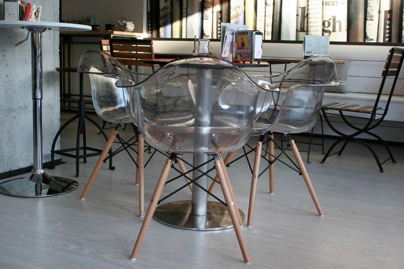 Le sedie trasparenti un must anche per il nuovo anno for Sedie cucina trasparenti