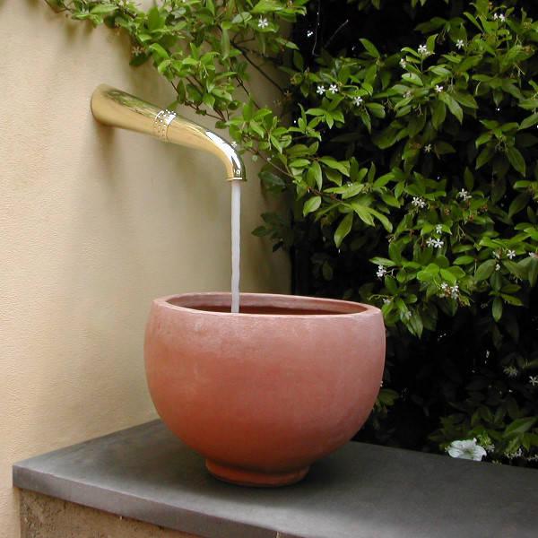 Il giardino e i lavandini da esterno for Alberelli da vaso per esterno