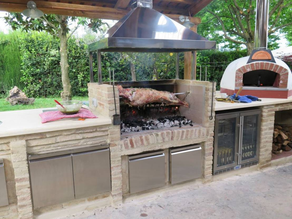10 griglie e cucine all 39 aperto che vi ispireranno for Cucine all aperto