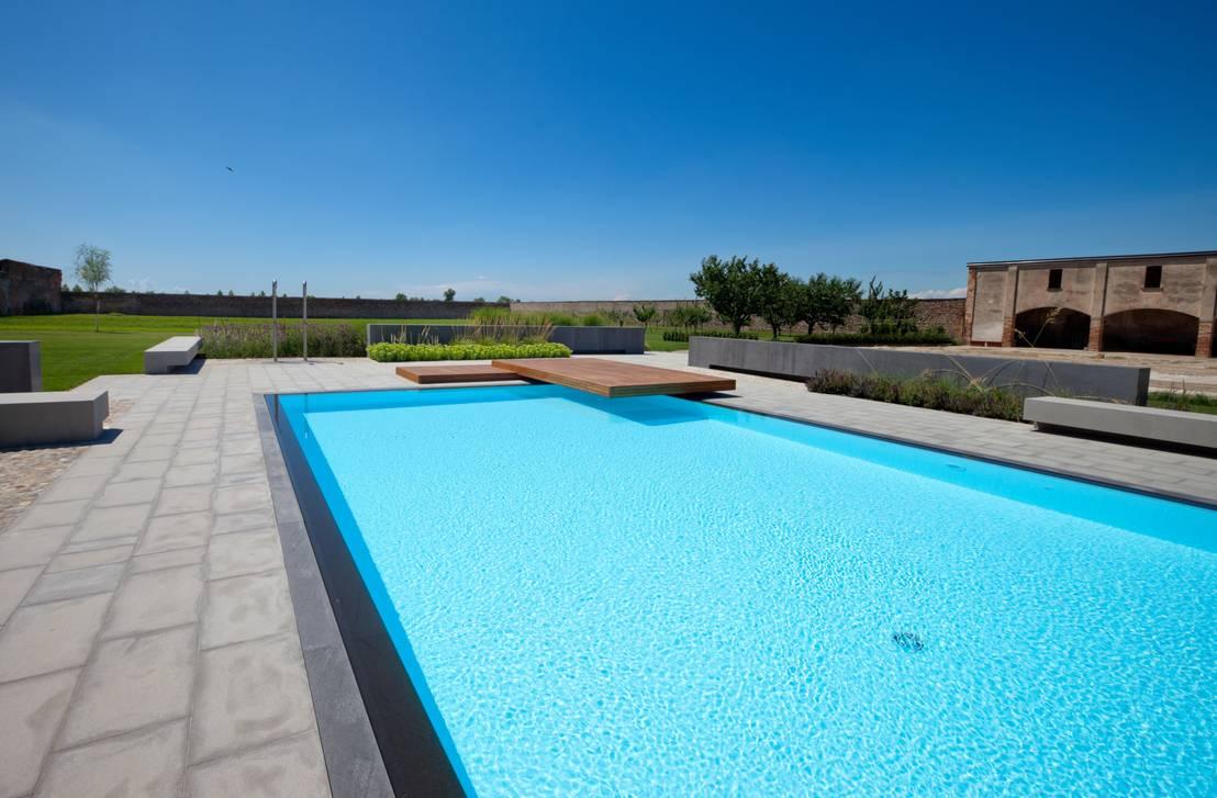 Realizzazione privata piscine castiglione con tecnologia for Castiglione piscine