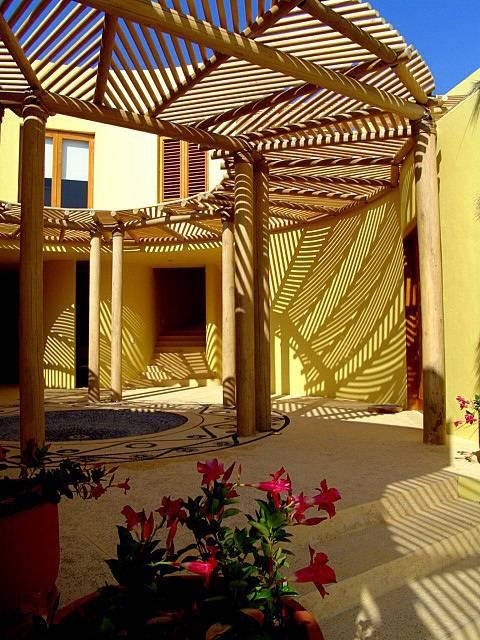 Patios y terrazas 7 p rgolas fant sticas for Idee casa minimalista