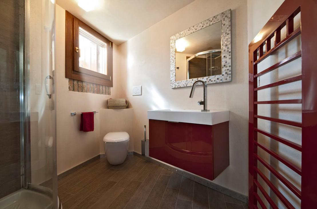 Elementi d 39 arredo essenziali gli specchi per il bagno - Specchi particolari per bagno ...