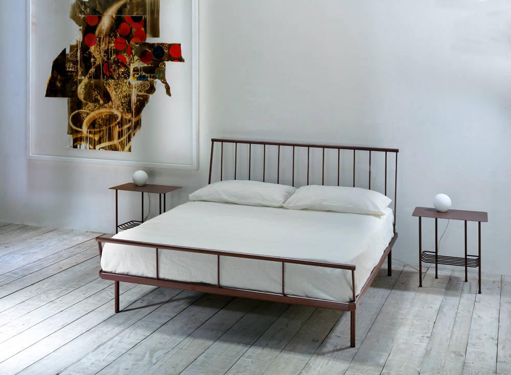 I letti matrimoniali in ferro battuto romantici con stile - Come mettere i cuscini sul letto ...