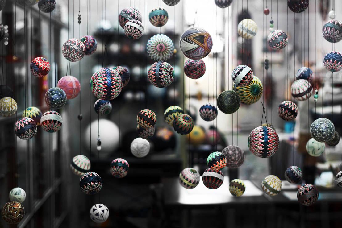 Moderne weihnachtsdekoration kugeln und co mal anders for Kugeln gartendekoration