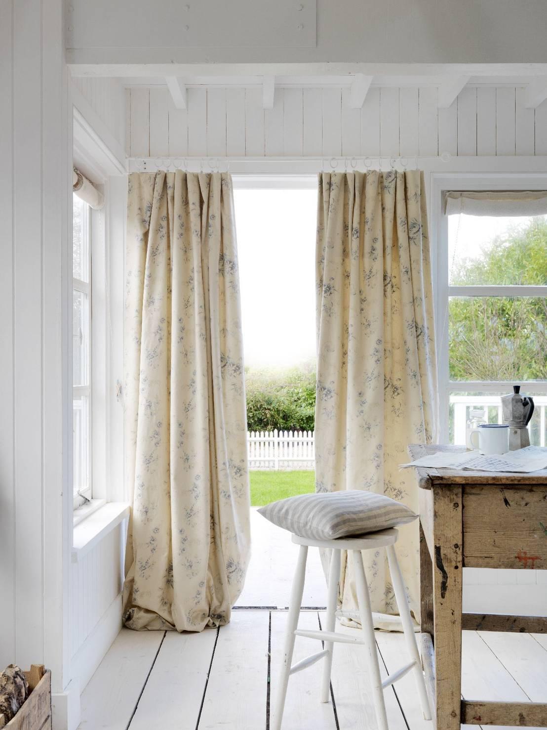 Le tende per cucina tessuti e colori - Tende a finestra per cucina ...