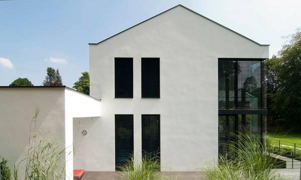 Modernes wohnhaus im alpenvorland for Modernes wohnhaus