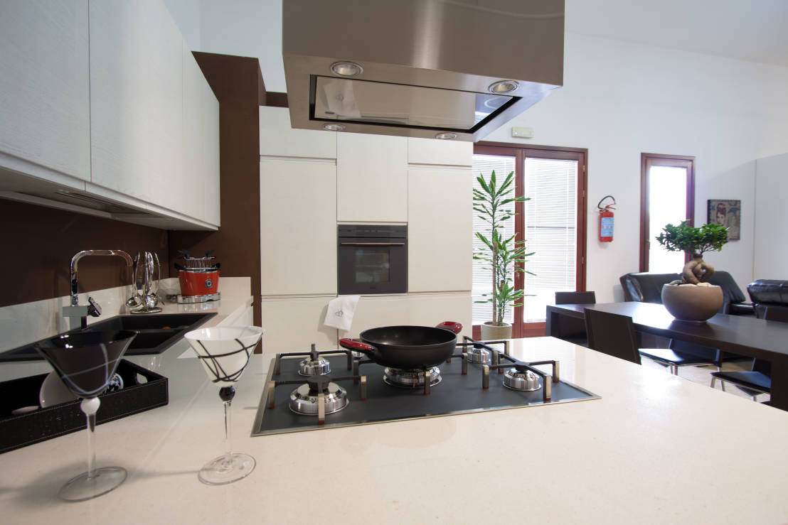 Il piano cottura a 5 fuochi come non l 39 avete mai visto - Cucina arredamento moderno ...