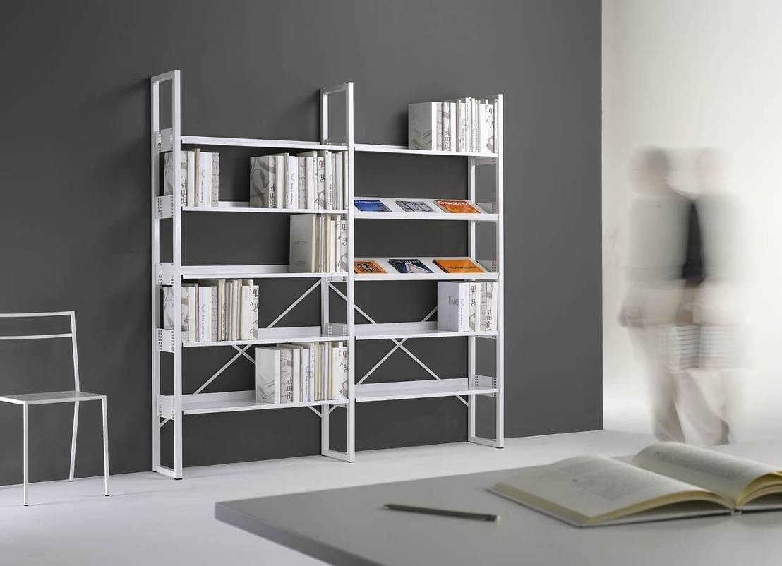 La nuova vita degli scaffali metallici for Libreria da ufficio