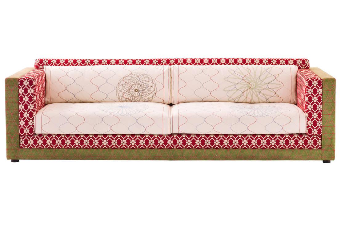 Il divano moderno idee per il soggiorno - Dormire sul divano ...