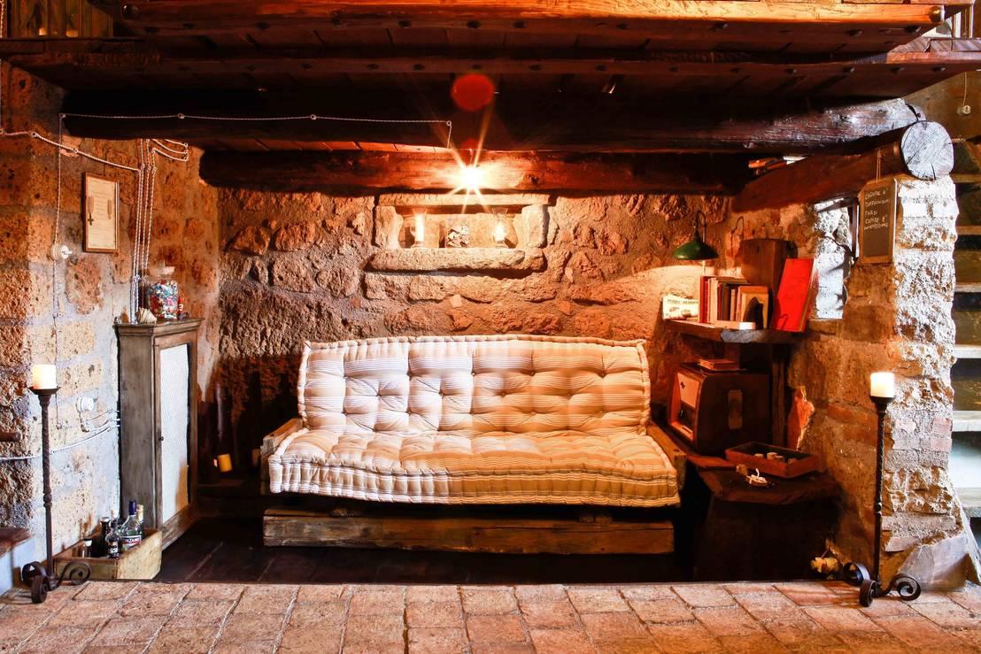 Se una grotta diventa casa for Piattaia antica