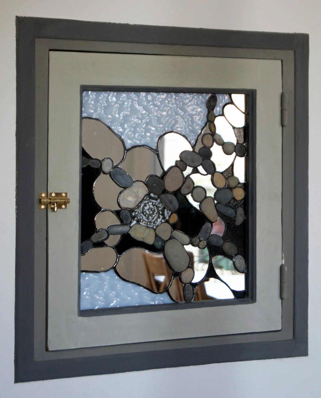 Un vitrail comme miroir d coratif pour une fen tre sans for Lumiere dans chambre sans fenetre