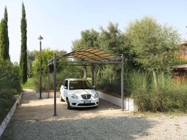 Le tettoie per auto funzionali ed ecologiche - Tettoie in ferro per auto ...