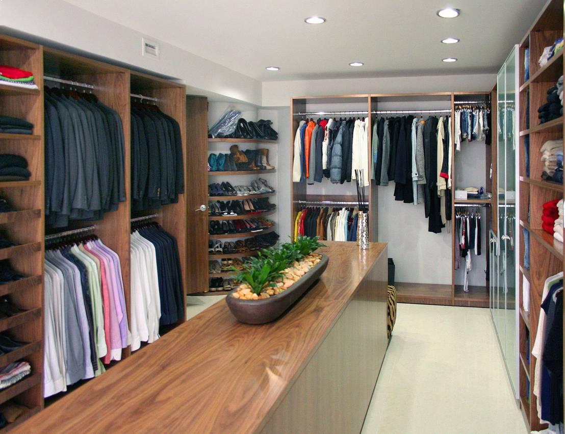 Armarios modernos 10 elementos que no pueden faltar for Closet modernos para hombres