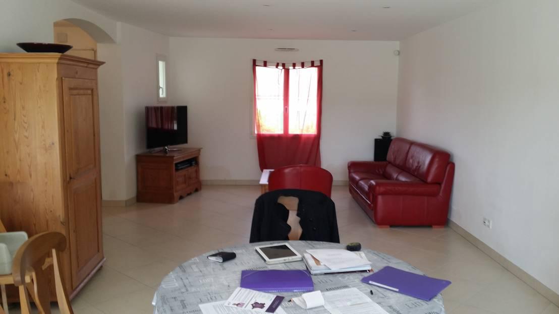 un changement r volutionnaire avec juste quelques meubles. Black Bedroom Furniture Sets. Home Design Ideas