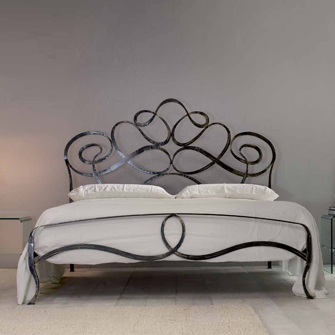 7 amazing iron decoration ideas for Wrought iron bedroom furniture