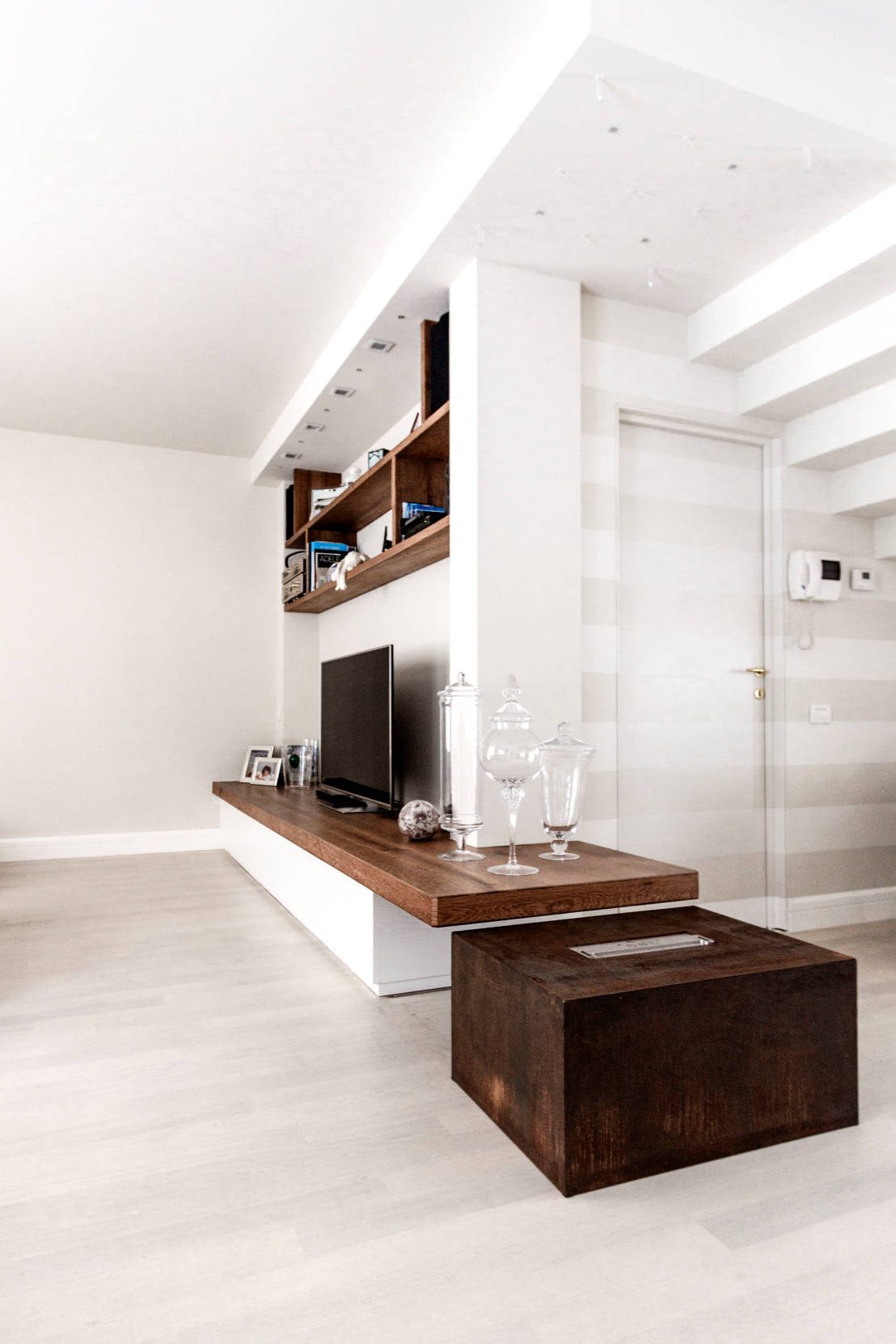 Un appartamento che unisce lo stile moderno e classico in for Appartamento stile moderno