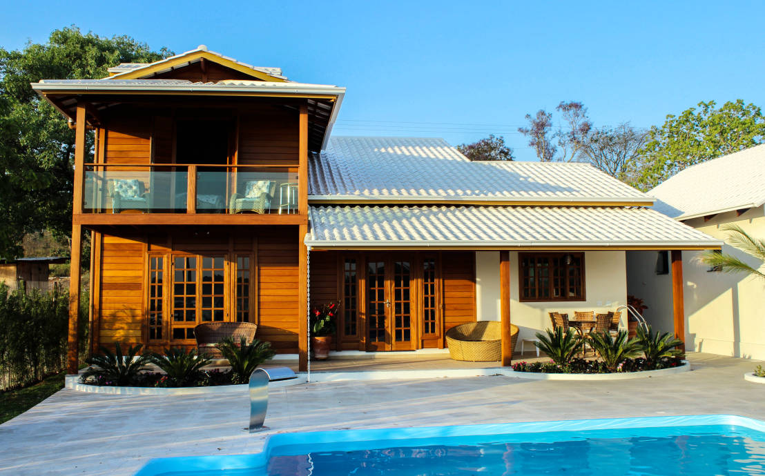 Pr fabricada casa de madeira custa 30 menos para construir for Casa moderna de campo