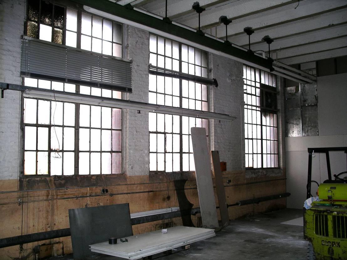 eine alte fabrikhalle wird zum coolen loft. Black Bedroom Furniture Sets. Home Design Ideas