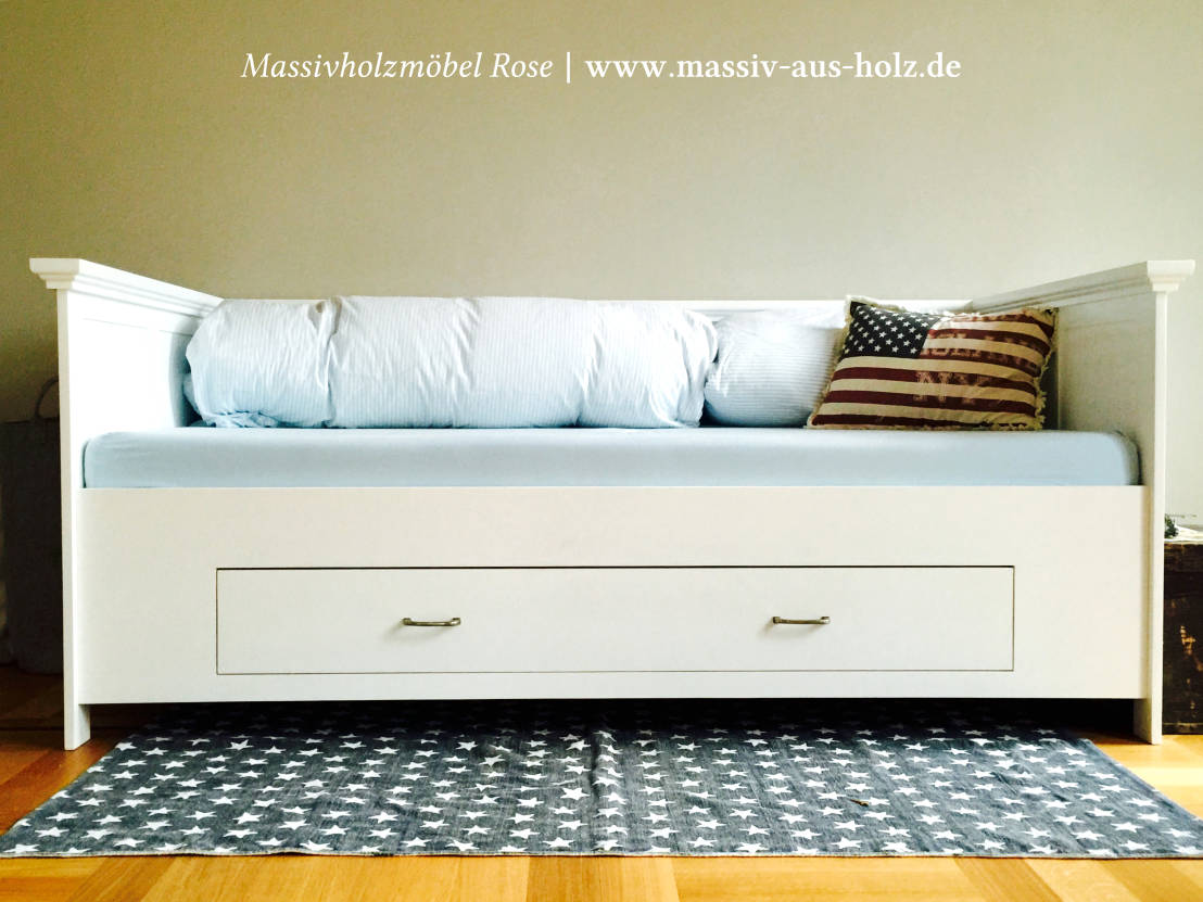 bett mit lehne von massivholzm bel rose homify. Black Bedroom Furniture Sets. Home Design Ideas