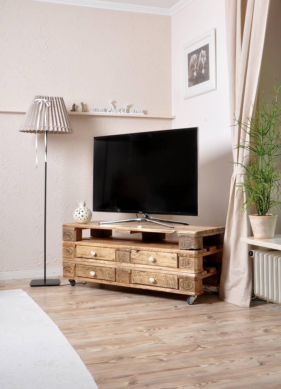 fernsehtisch aus paletten von malien beimgraben homify. Black Bedroom Furniture Sets. Home Design Ideas