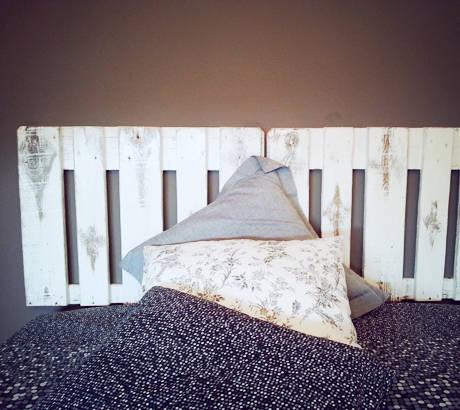 Cabeceros hechos con palets de mind made muebles hechos - Cabeceros de cama blancos ...
