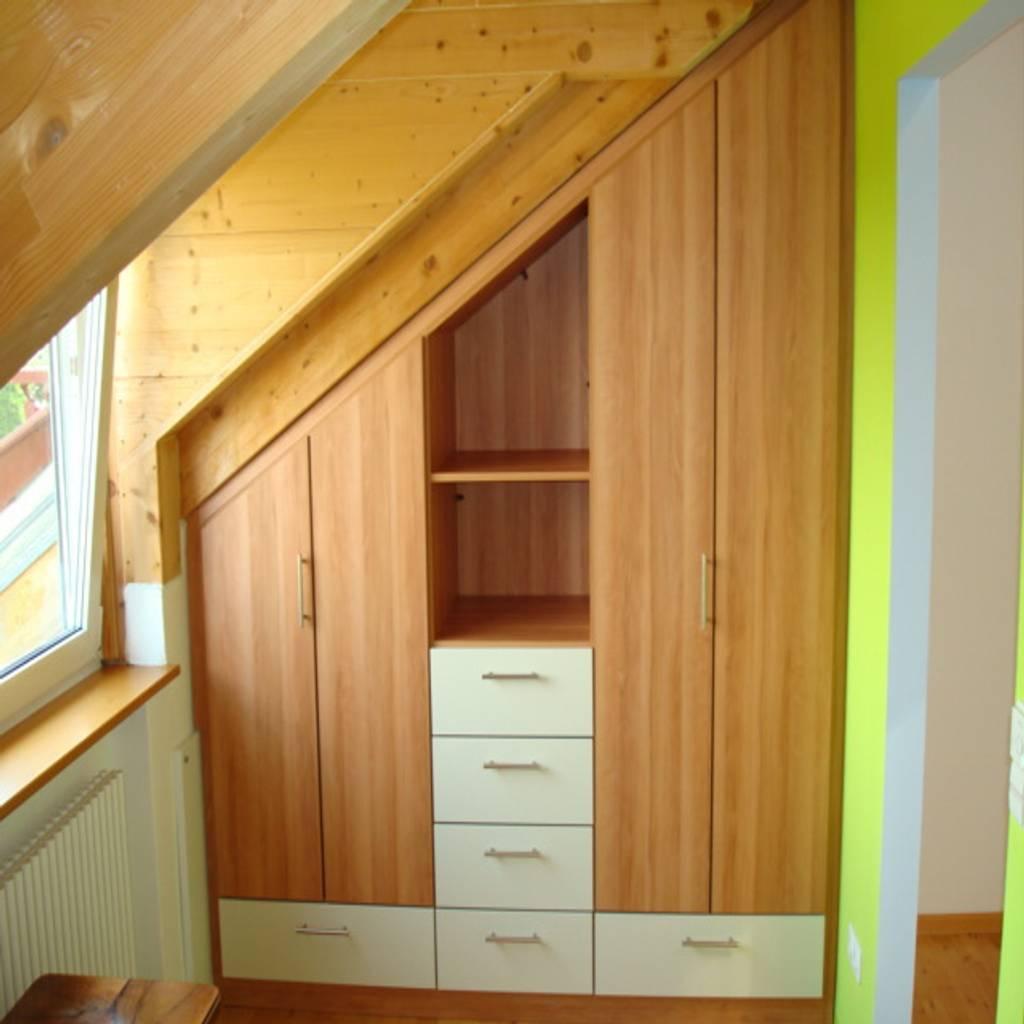 schrank nach ma unter der dachschr ge schlafzimmer von schrankplaner gmbh homify. Black Bedroom Furniture Sets. Home Design Ideas