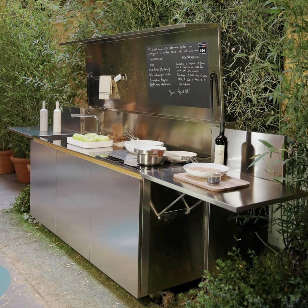 Foto di cucina in stile in stile minimalista : cucina outdoor ...