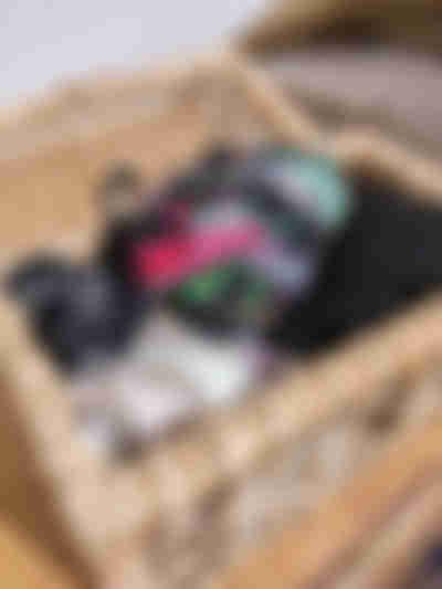 Guarda roupa organizado com caixas: lenços