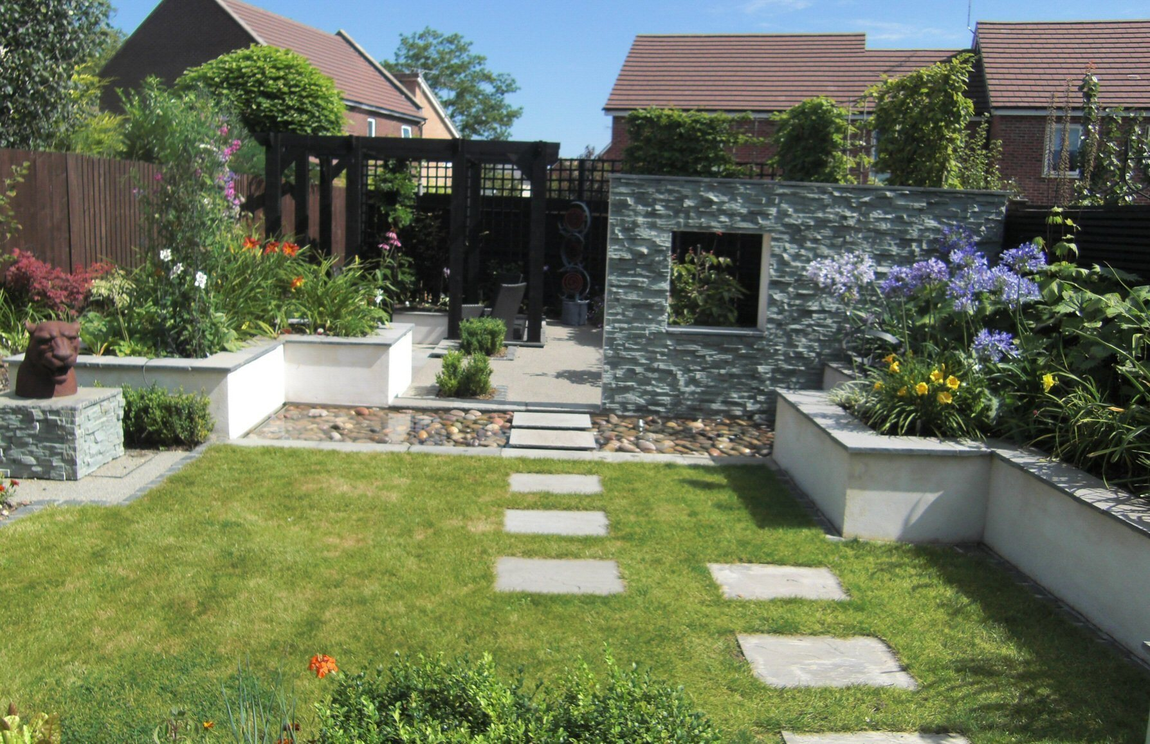Linsey Evans Garden Design: مصممون مساحات خارجية في Bracknell, UK