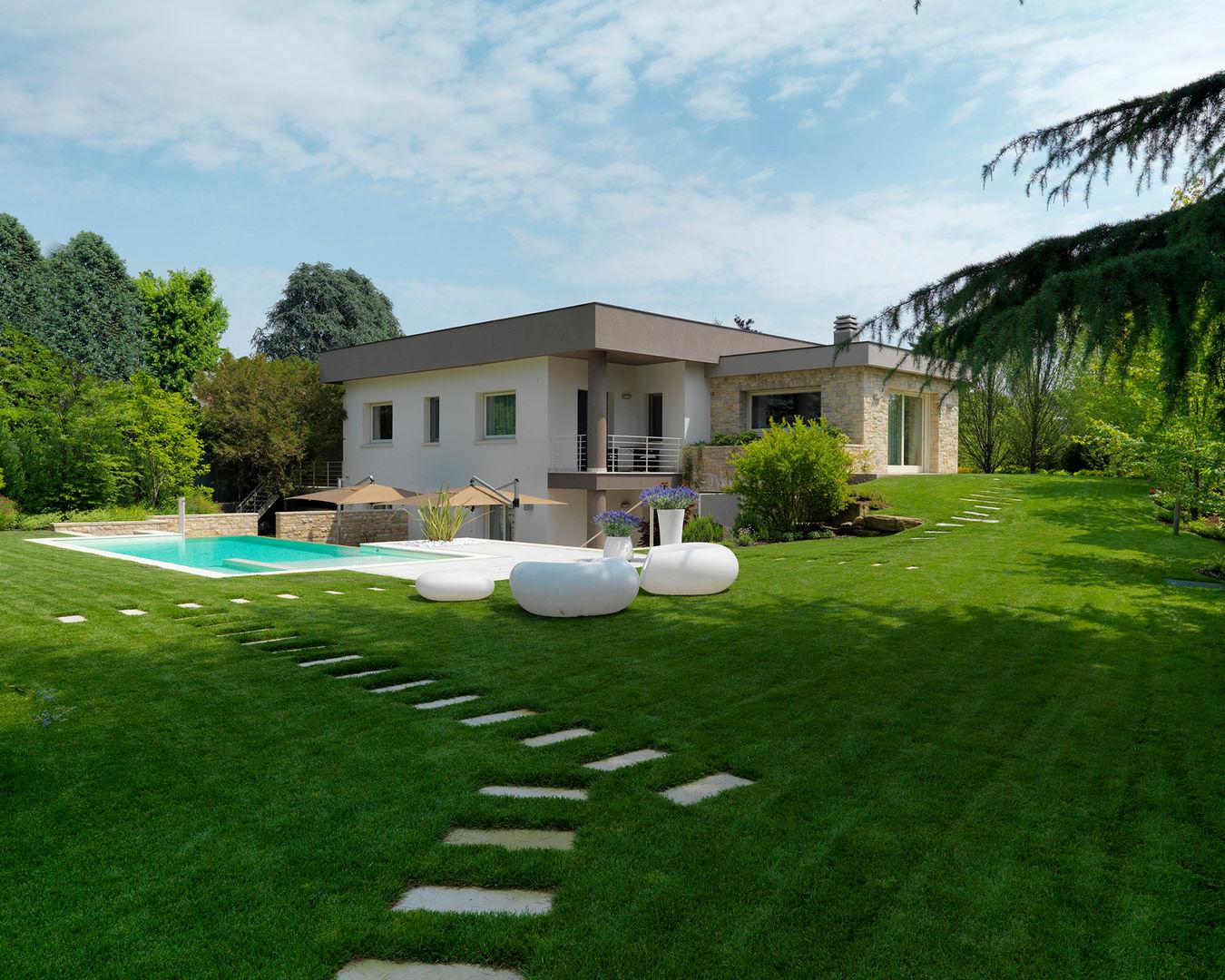 Idee arredamento casa interior design homify - Giardino con piscina ...