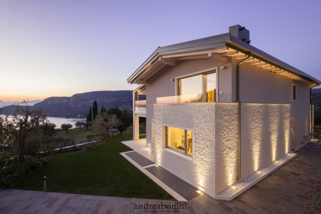 Villa on lake garda case in stile di andrea bonini luxury for Esterni case moderne foto