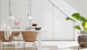 Dachschrägen einrichten: mediterrane Esszimmer von RAUMAX GmbH