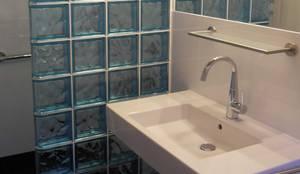 Duschwand aus bunten Glasbausteinen von tritschler glasundform ... | {Glasbausteine duschwand 53}
