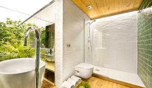 rustic Bathroom by Egue y Seta